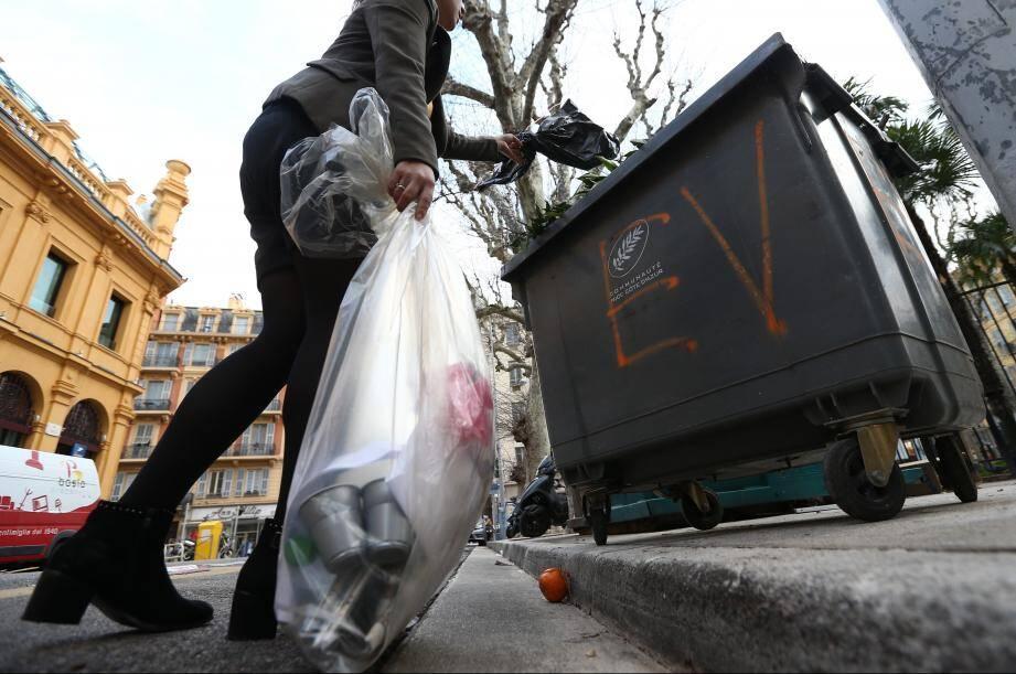 Airbnb serait une des causes de la multiplication des sacs poubelles sur les trottoirs de Nice