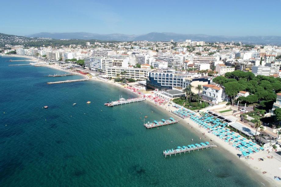Vue aérienne des plages de Juan-les-Pins.