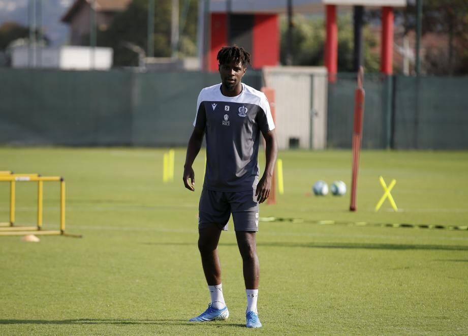 Adrien Tameze à l'entraînement de l'OGC Nice.