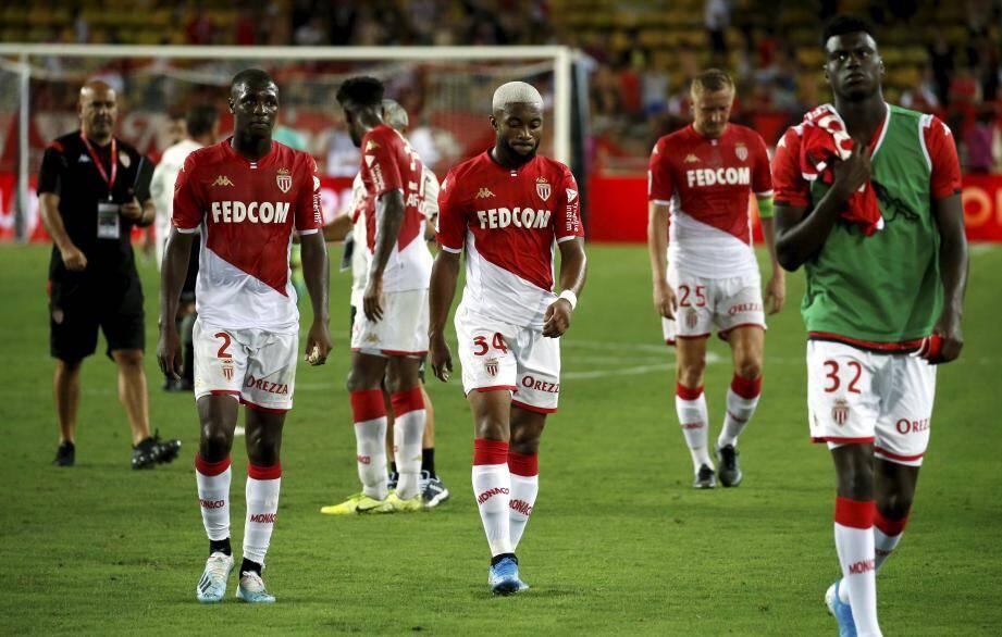 Les joueurs de l'AS Monaco après la défaite contre Lyon.