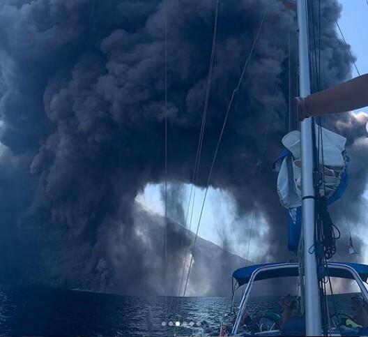 Les plaisanciers italiens ont eu la frayeur de leur vie en s'approchant trop près de l'éruption du Stromboli.