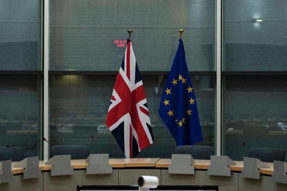 Les drapeaux britannique et européen côte à côte avant une réunion des négociateurs sur le Brexit à Bruxelles, le 20 septembre 2019.