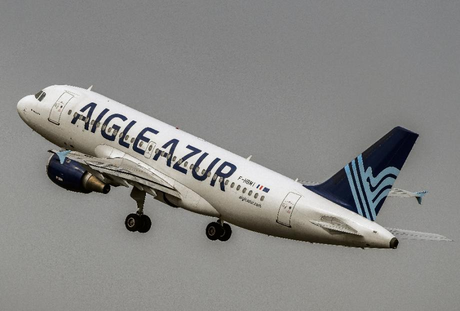 Un Airbus A31 du groupe Air Azur, décolle de Lille, le 25 août 2017