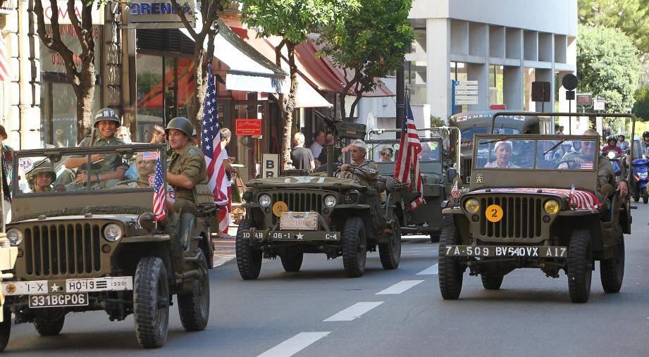 Pour effectuer un devoir de mémoire, en ce mardi 3 septembre, un défilé de véhicules anciens traversera la Principauté et un campement militaire sera installé sur la place du Palais.(Archives Monaco-Matin)