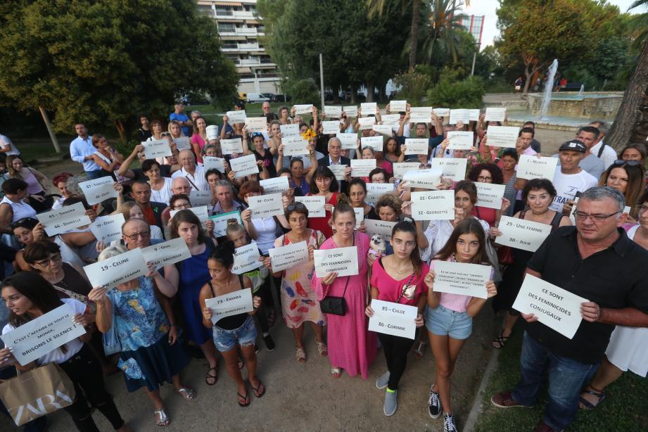 « Nous sommes là, même si nous ne connaissons pas la victime parce que c'est important. Parce qu'il faut que cela cesse », a commenté Aude, venue au rassemblement citoyen organisé hier à Cagnes-sur-Mer.