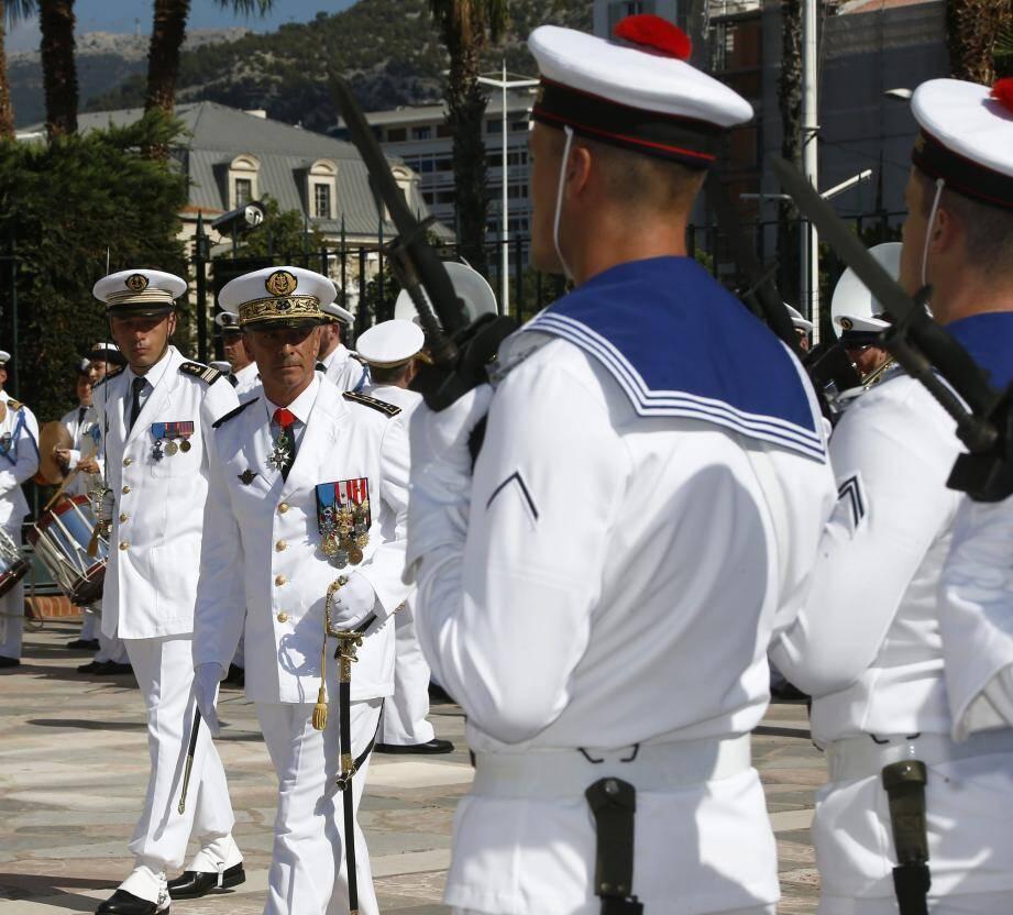 Ancien commandant des opérations spéciales, le vice-amiral d'escadre Laurent Isnard est désormais le  commandant en chef de la Méditerranée.