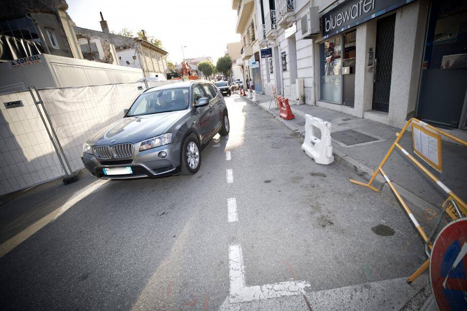 Habituellement, ce bout du boulevard d'Aguillon permet à quelques automobilistes de stationner leurs véhicules.