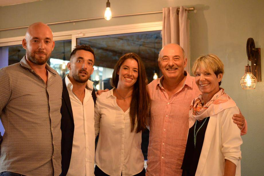 Marie Temin (au centre) entourée de ses parents et de ses deux frères.