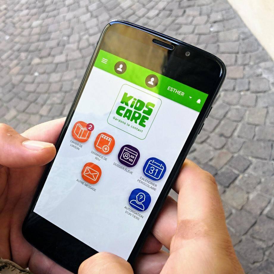 Des tablettes numériques ont été remises aux agents périscolaires qui pourront être en lien direct avec les parents d'élèves.