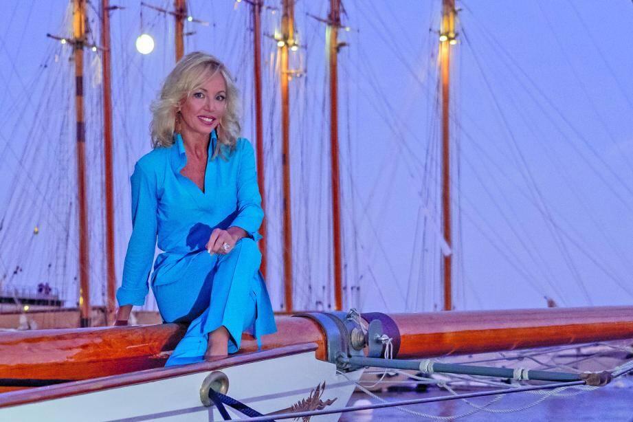 Fidèle du Yacht-Club, la princesse Camilla Bourbon des Deux-Siciles avoue avoir un attachement tout particulier pour la Monaco Classic Week - La Belle Classe.