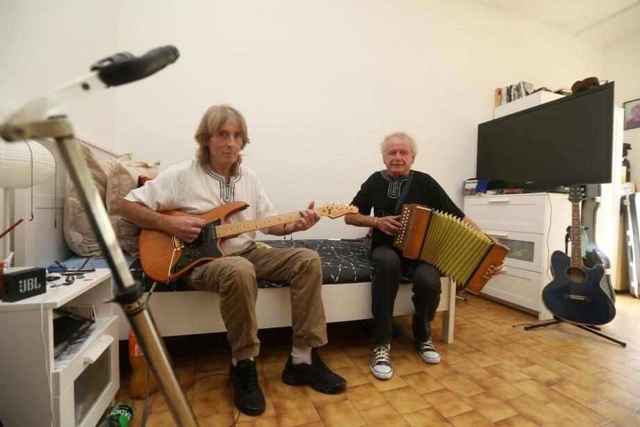 Au Broc, Francis et Jean-Marie donnent libre cours à leur passion, la musique.