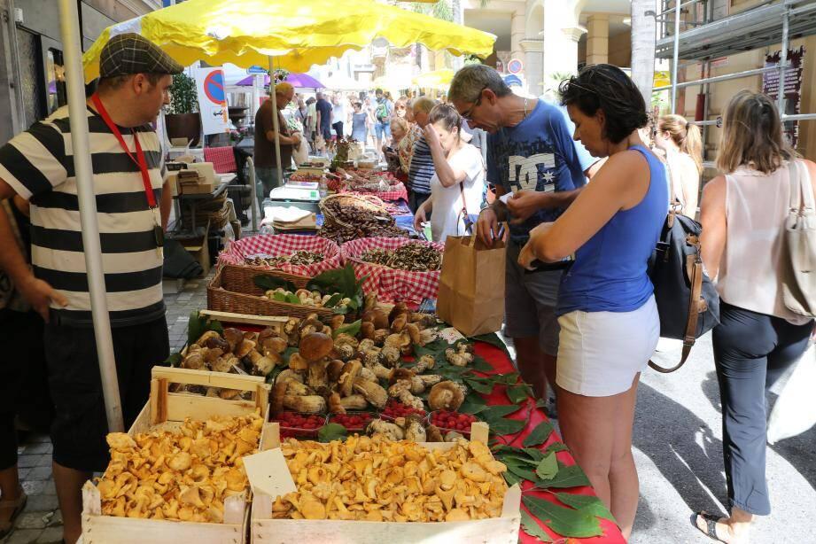 Le marché est encore installé aujourd'hui jusqu'à 14 h.