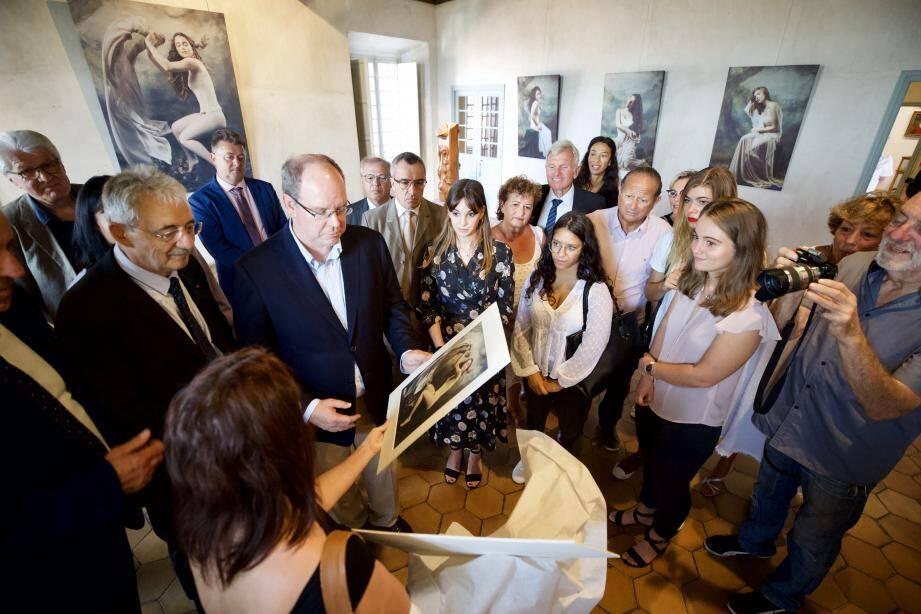 Dans le cadre du centenaire de la disparition du peintre, le prince Albert II a prêté une de ses œuvres. Samedi, il a visité avec intérêt le domaine des Collettes et le château-musée Grimaldi.
