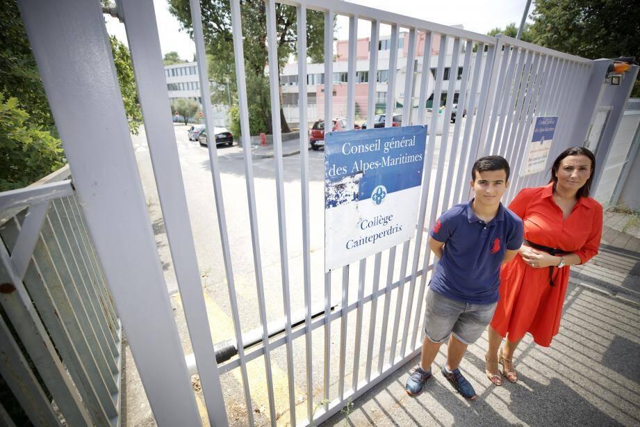 Khalis [à gauche] a finalement pu faire sa rentrée au collège Canteperdrix quelques jours après les autres élèves.