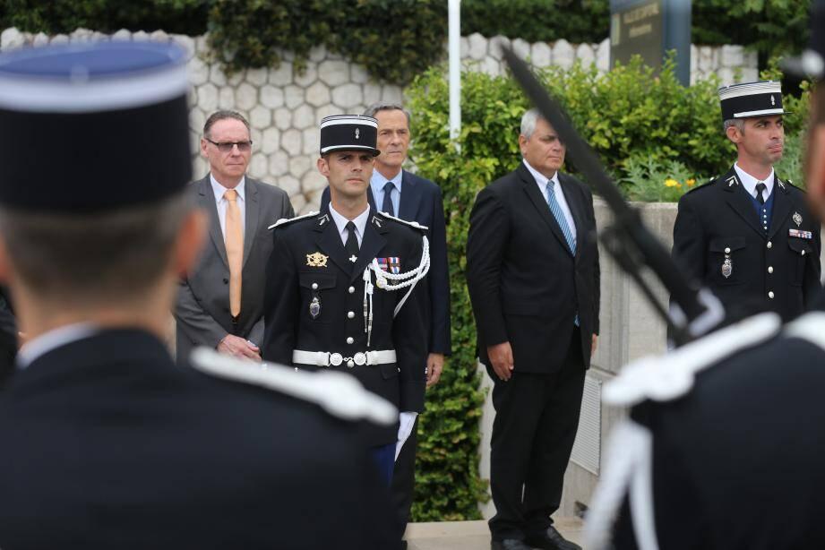 Le nouveau commandant de gendarmerie de la brigade de Cap-d'Ail, Alexandre Colent a pris ses fonctions officiellement hier, lors d'une cérémonie en plein air en présence des maires de Cap-d'Ail, Èze et La Turbie, les trois communes dont il a la responsabilité.