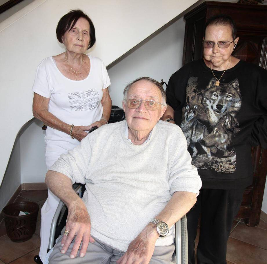 De gauche à droite, Raymonde, André et leur fille Cathy.