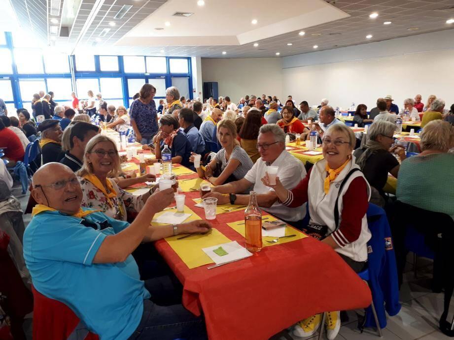 Animé musicalement par le groupe O'Kazoo, le repas provençal aura régalé les près de 300 convives.