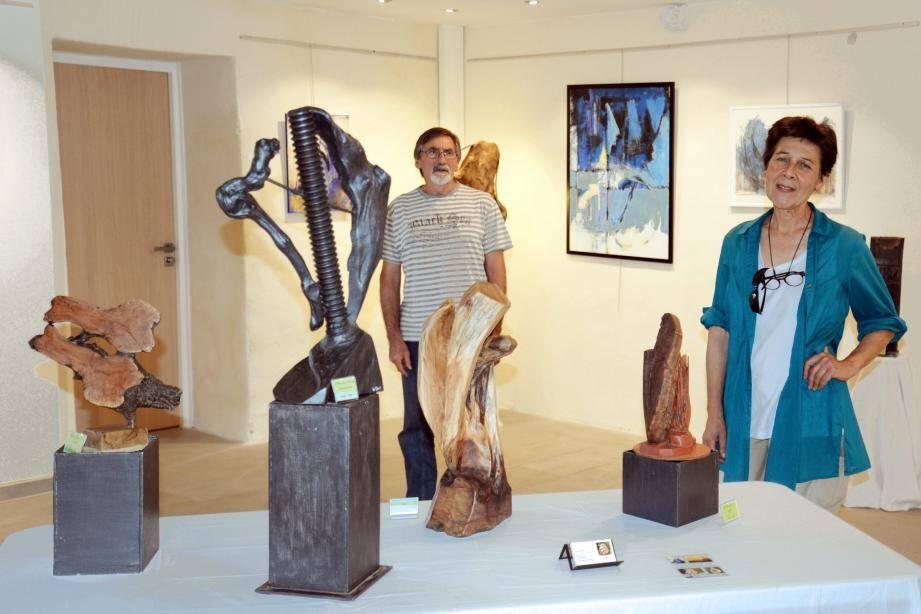 Les deux artistes accueillent le public après-demain à 15 heures dans le cadre d'un atelier pédagogique sur la fabrication d'une sculpture bois.