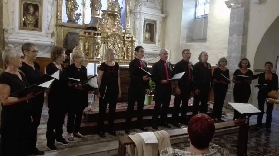 Le chœur Poly-Sons de La Farlède a été chaleureusement applaudi pour sa prestation.
