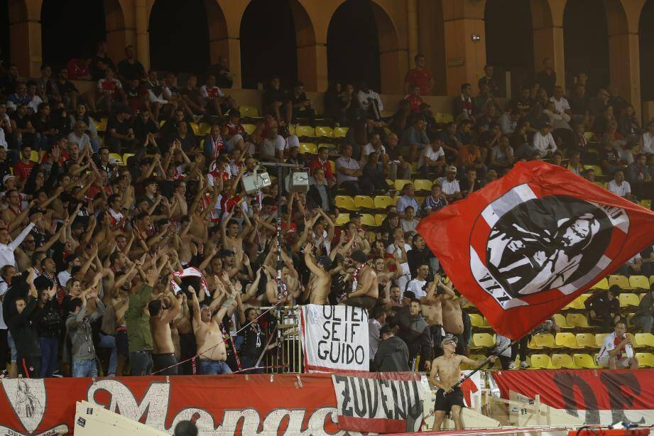 Plus timides à l'extérieur du stade Louis-II, les ultras monégasques n'ont eu de cesse de clamer leur amour de l'AS Monaco à l'intérieur de l'enceinte.