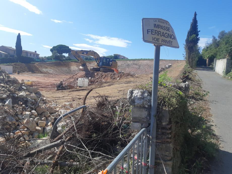 Après l'opération Feragnon, la ville demande une enveloppe de 2 millions supplémentaires à l'EPF PACA pour de nouvelles acquisitions .