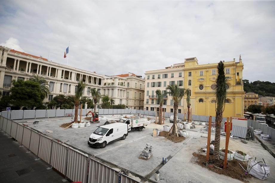 À terme, la place sera transformée en « palmeraie » et la cité du Parc, entre le cours Saleya et le quai des États-Unis, sera ouverte sur la mer après la démolition des murs de la galerie des Ponchettes.