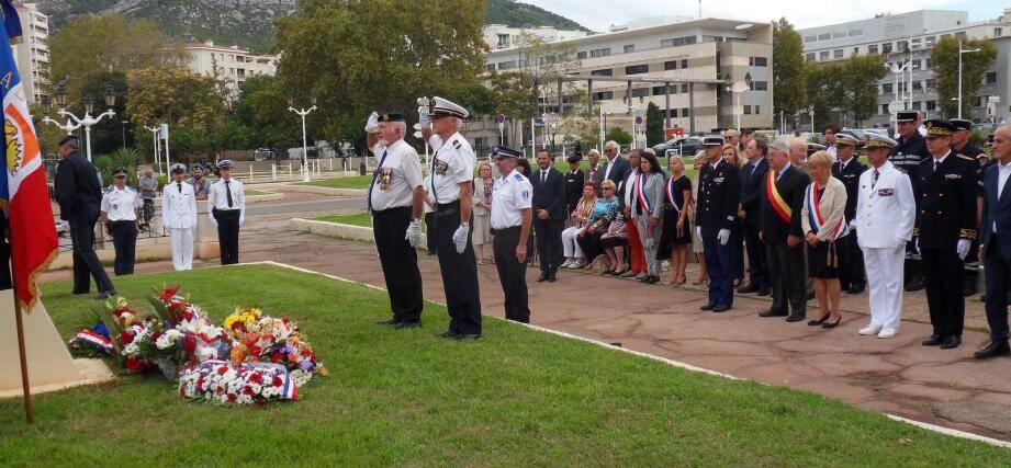 Elus, autorités civiles et militaires, représentants des corps constitués et des associations patriotiques, ont rendu hommage aux harkis.