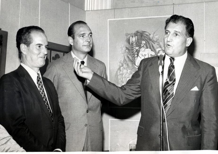 En septembre 1974, Chirac Premier ministre est accueilli au château musée du Haut-de-Cagnes par la maire Pierre Sauvaigo.