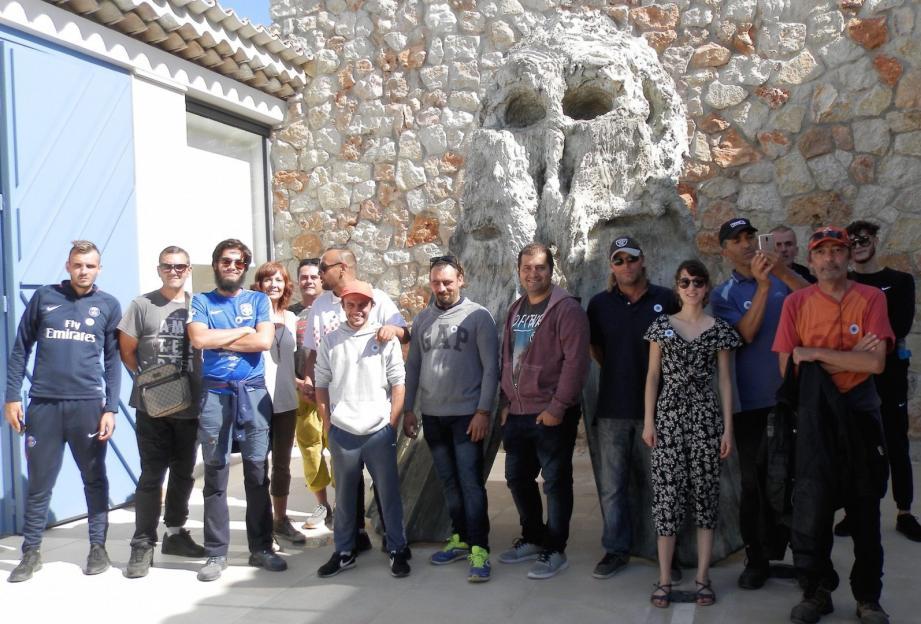 Le groupe de l'ASFV à l'entrée de la fondation Carmignac.