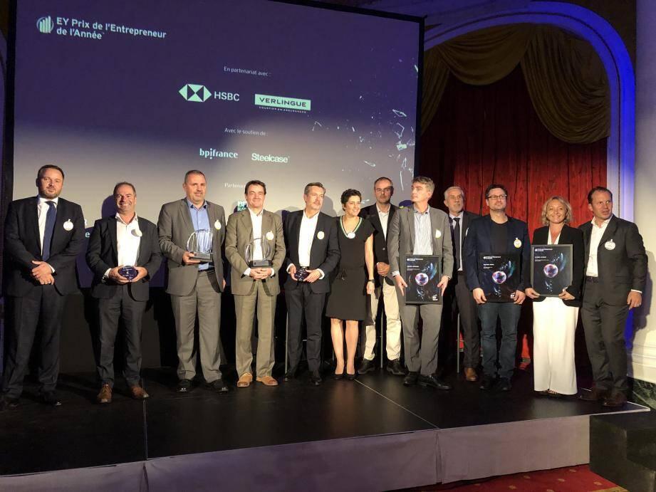 Les lauréats de la région Sud-Est et partenaires sur scène.