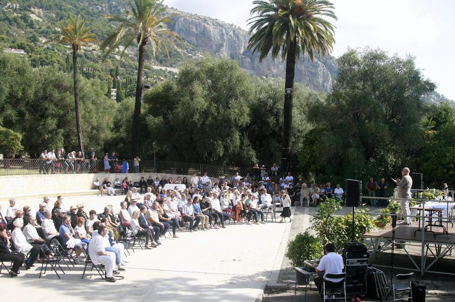 De nombreux Mentonnais se sont réunis. Le père Joseph Nallino, chapelain de Notre-Dame de Laghet, a « retrouvé Régine dans la vérité, dans la générosité ». Un olivier symbole de paix a été planté et béni.