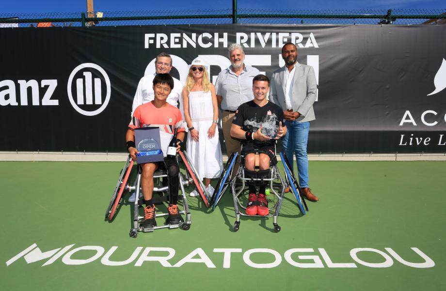 Les finalistes récompensés chez Mouratoglou. A droite, Reid conserve ton titre.(photo V.S.)