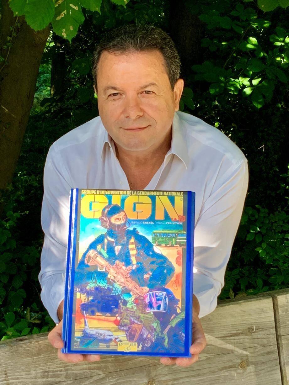 Après avoir écrit trois romans, dont un autobiographique, Jean-Luc Calyel sort une bande dessinée avec pour thème central le GIGN.
