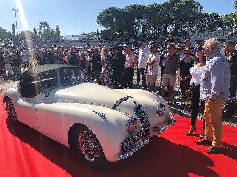 Des voitures de légende ont attiré un nombreux public.