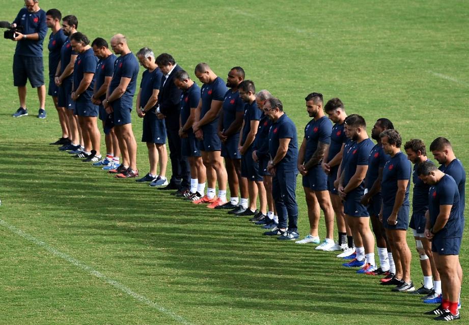 Minute of silence observée par l'équipe de France de rugby le 30 septembre 2019 au Japon avant un entrainement