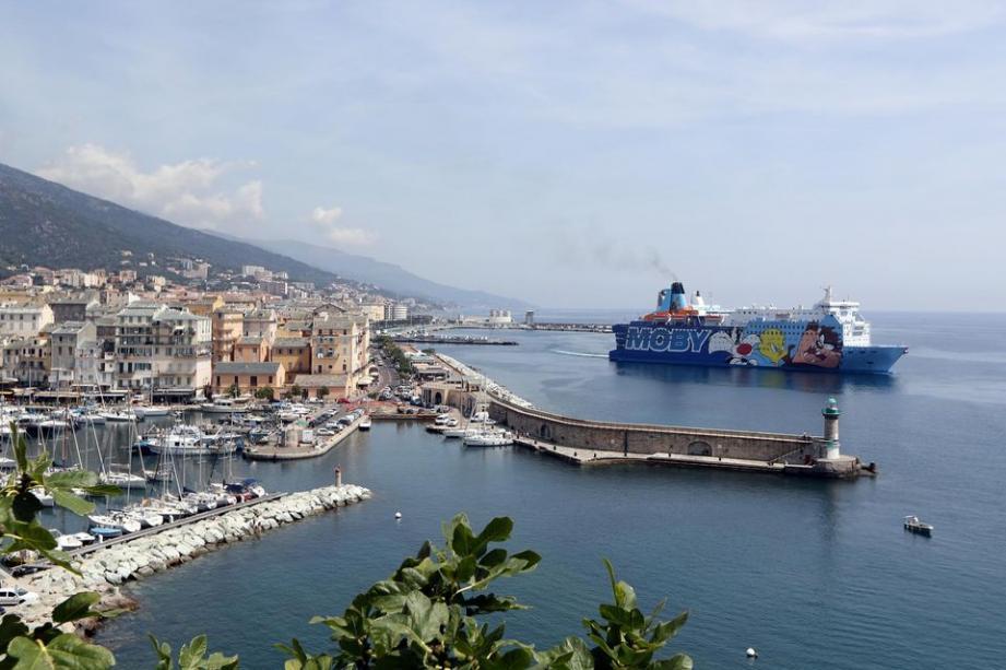 Le corps a été retrouvé dans une voiture stationnée devant une résidence de Furiani, au sud de Bastia