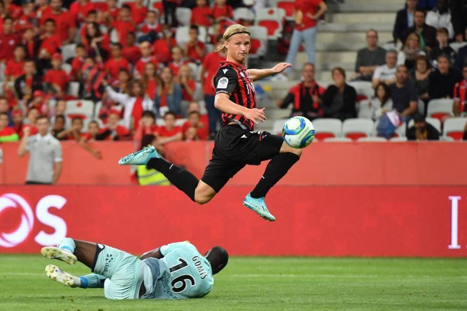 Kasper Dolberg face à Dijon.