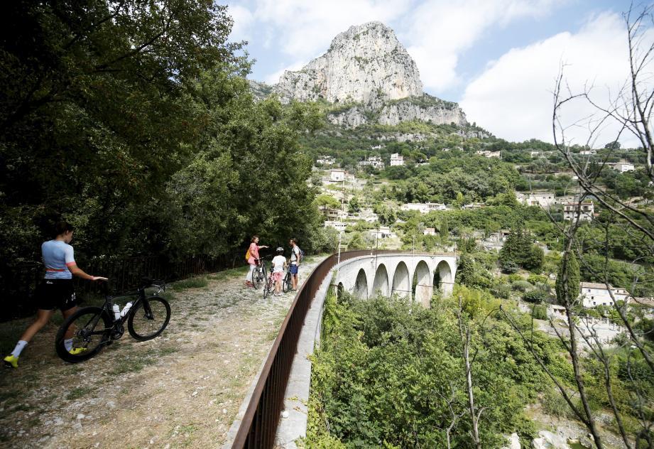 Le viaduc, un des trois ouvrages d'art à aménager en voie cyclable à Saint-Jeannet.