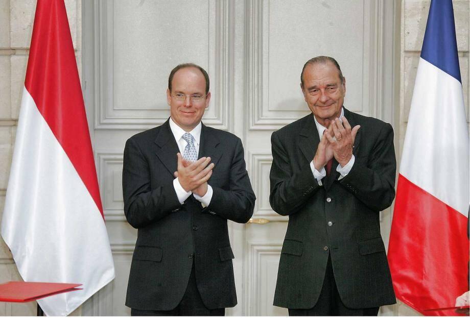 En novembre 2005, au Palais de l'Élysée à Paris, le président français et le souverain monégasque avaient ratifié les nouveaux accords entre leurs deux pays.