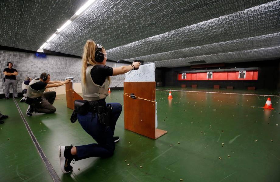 Les élèves apprennent à tirer et à réagir aux incidents, comme une un chargeur.
