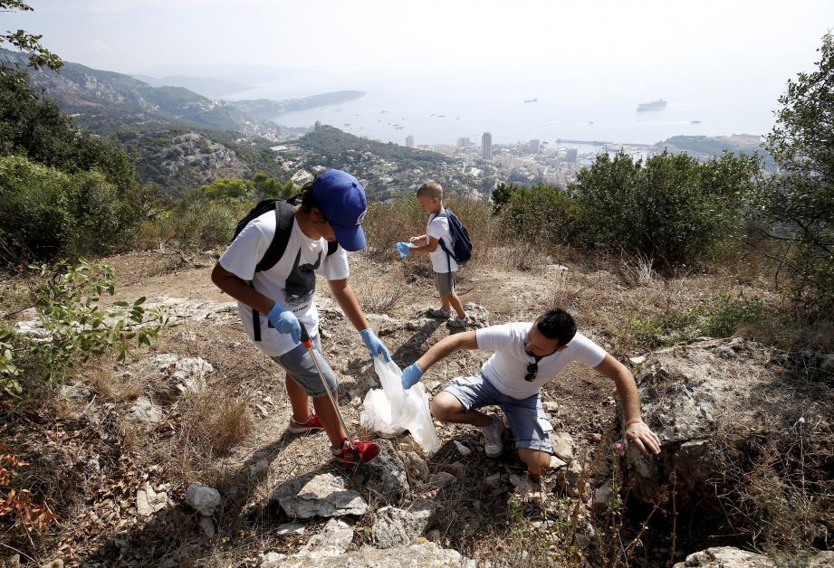 L'équipe de collecte aura arpenté les rues du village avant de monter à la Pinède et la Tête de Chien.