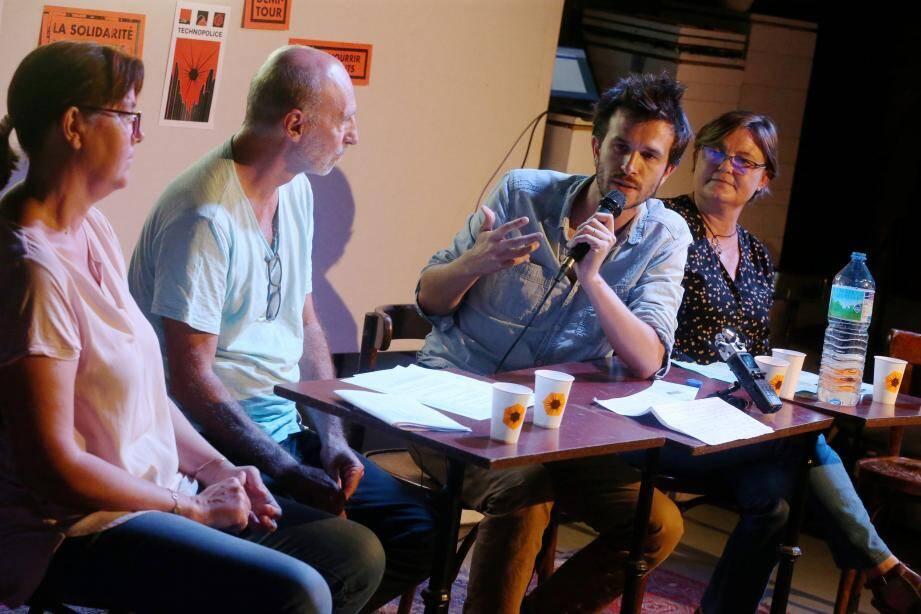 De gauche à droite: Laure Guerard (CGT), Bernard Einaud (LDH), Martin Drago (La Quadrature du net) et Laurence Siccardi (FCPE).