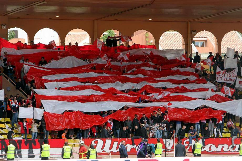 Le groupe Ultras Monaco 1994.