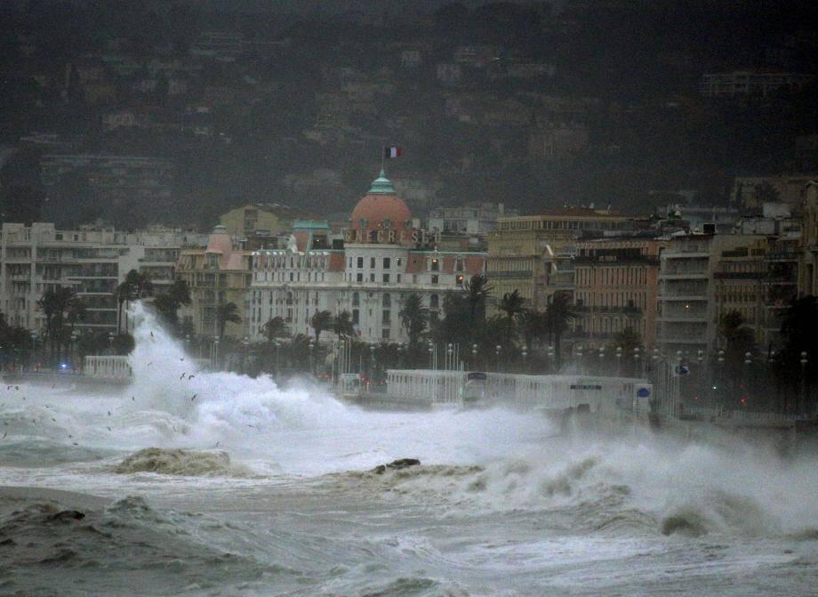 La montée du niveau de la Méditerranée va aussi accentuer les phénomènes de tempêtes et de vagues de submersion.