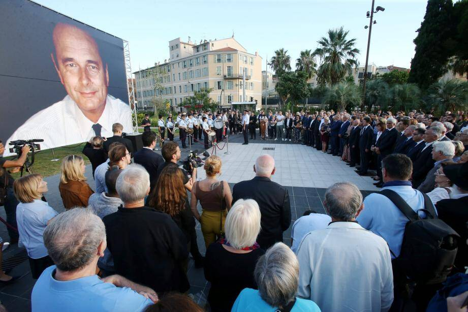 L'hommage des Niçois à Jacques Chirac ce vendredi soir.