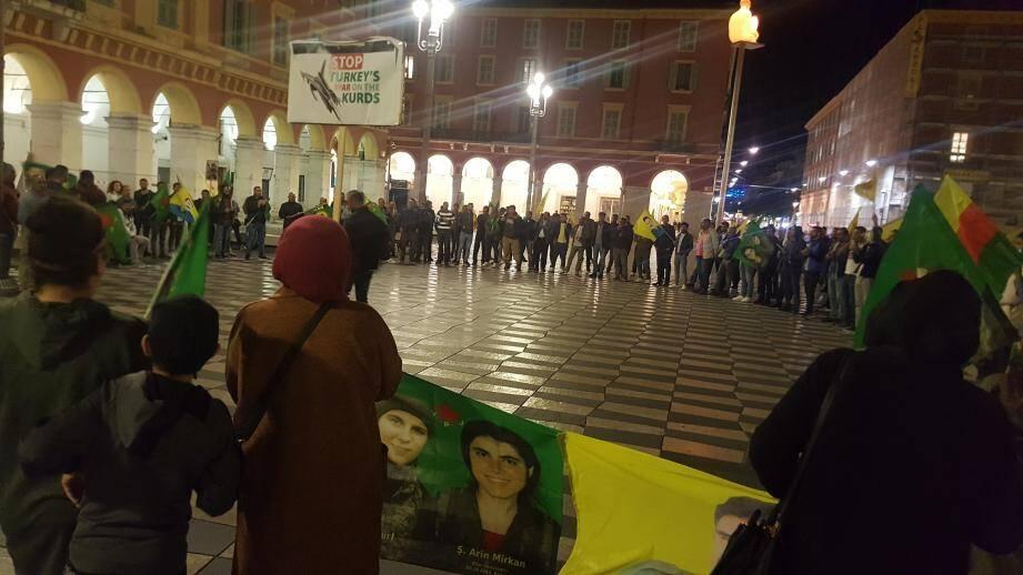 Une cinquantaine de Kurdes a manifesté dans le calme à Nice, ce mercredi soir.
