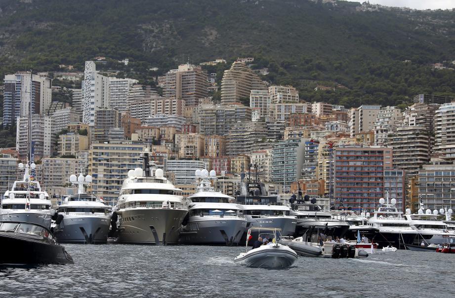 D'après Gaëlle Talarida, la grande plaisance, bien que très visible à Monaco, ne représente «presque rien» en termes d'émissions carbone face à la navigation  commerciale et aux navires de croisières.