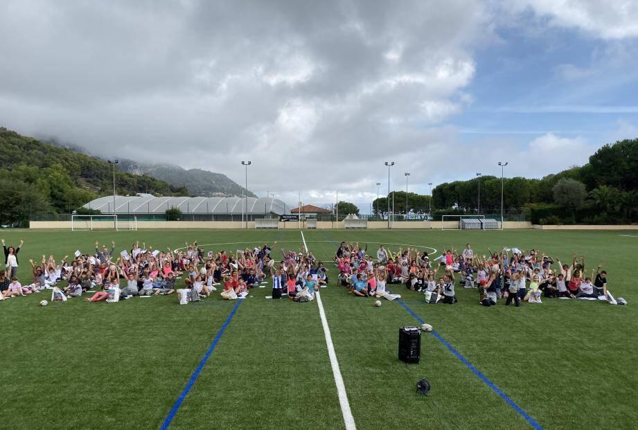 Les enfants ont apprécié l'après-midi rugby au stade du Devens.(DR)