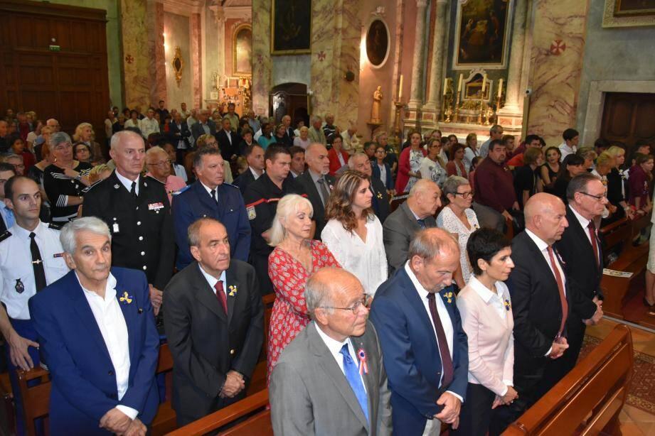 L'église était pleine dimanche matin pour la grand-messe chantée par la chorale St-Michel.