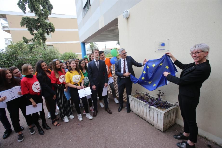 Au lycée professionnel Magnan, l'engagement européen s'est traduit par l'obtention du label « École ambassadrice du Parlement européen ». La plaque a été dévoilée, hier, par la députée européenne, Caroline Roose, et le recteur Richard Laganier.